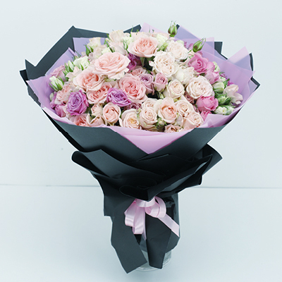 Hand Bouquet delivery across Qatar
